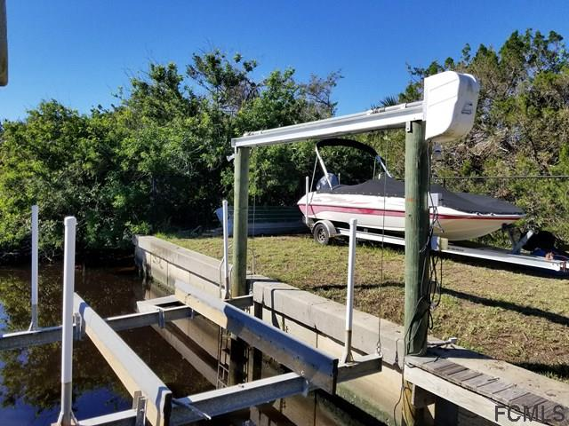 Included 6000 LB Boat lift